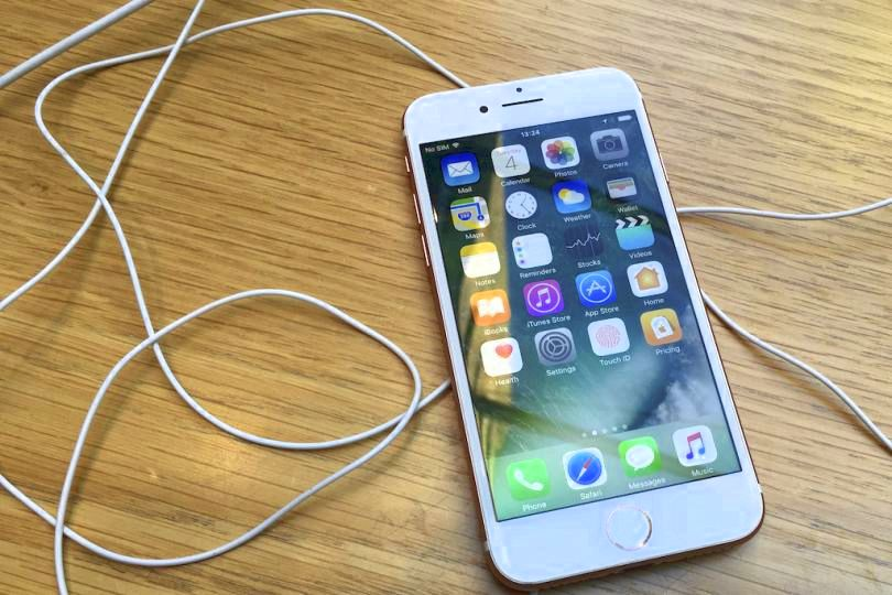Iphone in 2017 could keep lightning port for charging: analyst be the new